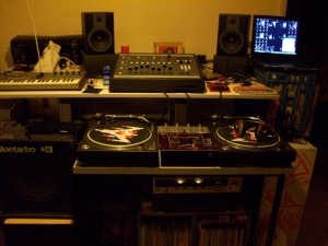 studio-equipment-21100